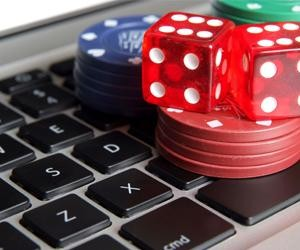 Online Gambling - Difference Between Tournament Poker And Cash Poker
